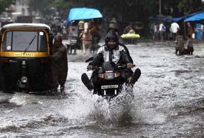 Mumbai_rain_waterlogged_295x200